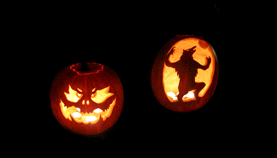 MDNY_800px-Carved_Pumpkins