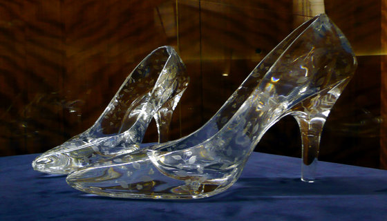 Rsz_glass_slippers_at_dartington_crystal