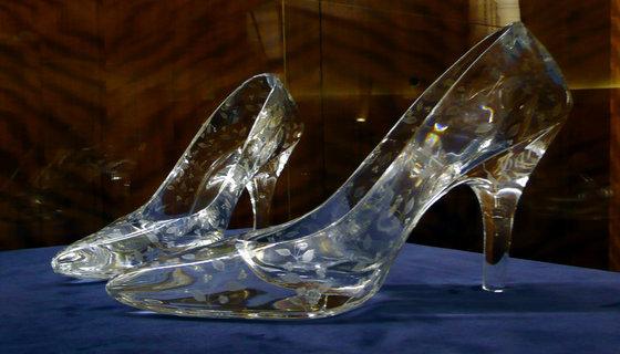 Rsz_glass_slippers_at_dartington_crystal