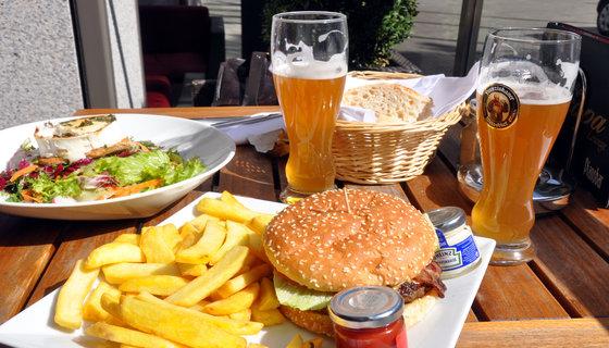 Rsz_chevre_chaud_burger_pommes_frites_og_hvedeøl_4540432313