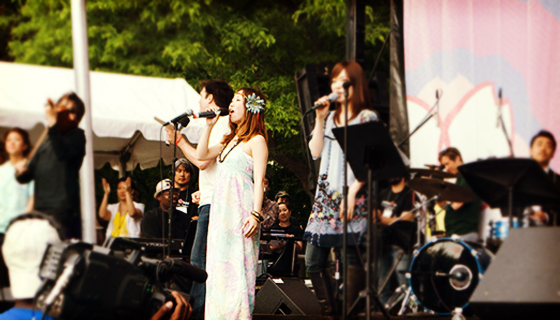 800px-Japan_Day_2009_-_Ai_Kawashima,_Tomoko_Nagashima